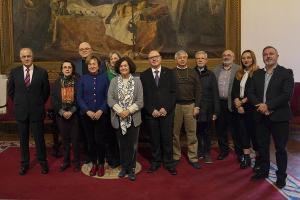 La rectora con los integrantes de la comisión de ética.