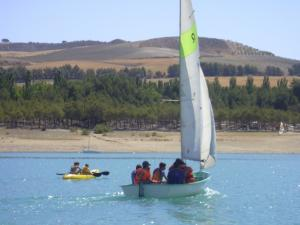Actividades náuticas en el pantano de Cubillas.