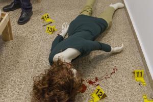 Simulación de una escena del crimen en el laboratorio.
