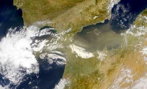 Borrascas del Atlántico e intrusiones de polvo Sahariano traen virus y bacterias.