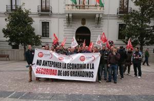 Protesta de vigilantes este viernes frente al Ayuntamiento.