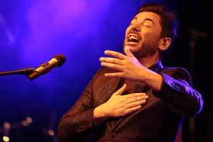 Miguel Poveda abrió el concierto en Fuente Vaqueros.