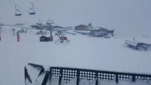La nieve ha dejado hasta medio metro de nieve en Borreguiles.