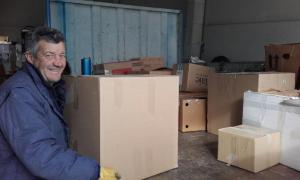 Cargamento de la ayuda humanitaria organizada en Cenes de la Vega.