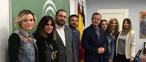 El coordinador de políticas LGTBI con representantes de instituciones granadinas.
