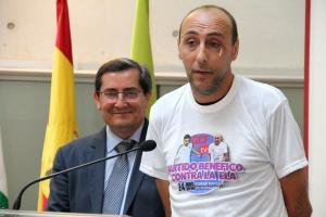 Jorge Abarca presenta el partido benéfico.