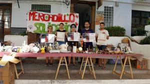 Mercadillo solidario de la ONG Lanjarón-Mira al mundo.