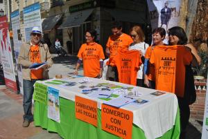 José Márquez, junto a miembros de las ONG en la campaña Pobreza Cero.