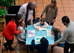 Padres e hijos orgullosos de formar parte de un maravilloso proyecto familiar que es una realidad.