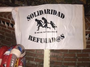 Cartel en la última concentración en Granada de apoyo a los refugiados.