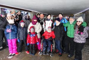 Los menores, en la urbanización de la estación de esquí.
