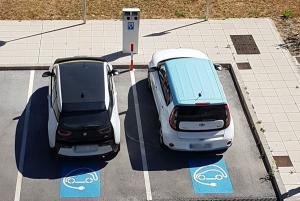 Los dos vehículos eléctricos para las inspecciones del Metro.