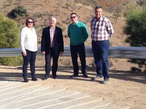 El diputado provincial de Obras en su visita al camino acondicionado.