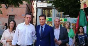 El alcalde, este lunes, en una de las actividades del Corpus con el ganador de las carocas y concejales de Cs y Vox.