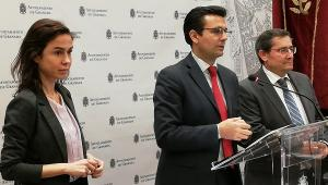 El alcalde, en rueda de prensa, con el presidente de la Diputación y la presidenta de Adif.