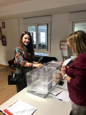 Ana Terrón, este 10N, votando en su colegio electoral de La Chana.