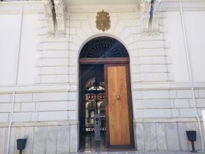 ¿Quién saldrá de esta puerta como alcalde el próximo sábado, 15 de junio?