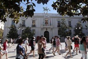 IU pide a Cuenca que negocie con grupos y sindicatos la promoción de los subalternos.
