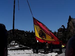 Izado de la bandera española en el Triunfo en 2007.