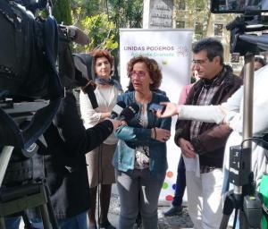 Maylo Sánchez atiende a los medios, junto a Elisa Cabrerizo y Antonio Cambril.