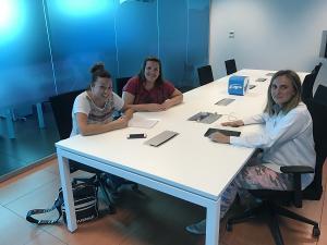 Marifrán Carazo con representantes de los monitores.