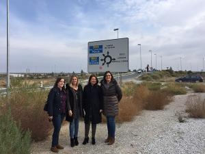 Carmen Crespo, con otras representantes del PP, en su visita a Baza.