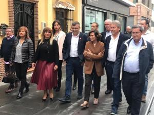 Carmen Calvo, acompañada por candidatos y cargos socialistas, este domingo, en Armilla.