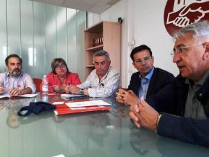 Los dirigentes de CCOO y UGT, en su reunión con la candidatura socialista.