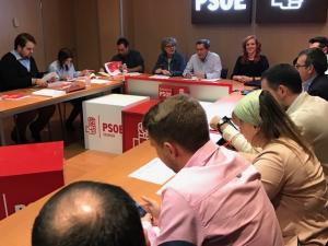 Primera reunión presidida por Entrena.