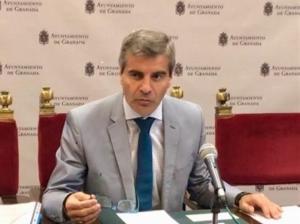 César Díaz.