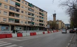 Tramo en obras de la antigua Ctra. de Málaga que se ha quedado sin árboles.
