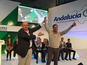 Sebastián Pérez, junto a Juan Manuel Moreno, este sábado.