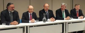 Sebastián Pérez junto al ministro Cristóbal Montoro, que ha presidido el Consejo de Dirección del PP de Granada.