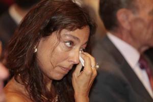 Mayte Olalla se seca las lágrimas después de que Marta Gutiérrez la citara en su discurso.