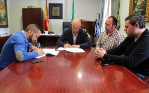 Firma del convenio con la Asociación Artística y Cultural.