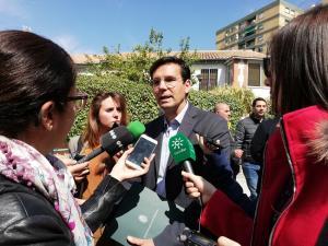 Francisco Cuenca, atiende a los periodistas.