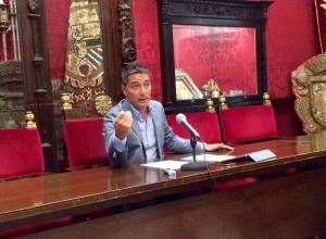 El concejal de Ciudadanos Manuel Olivares en la rueda de prensa de hoy.