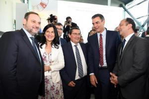 Entrena, junto a Pedro Sánchez y José Luis Ábalos, entre otras autoridades.