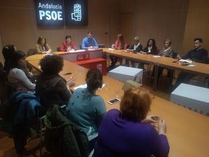 Encuentro del PSOE con asociaciones dedicadas a la lucha contra la violencia de género y la exclusión.