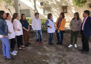 Socialistas reunidos con mujeres rurales.
