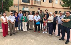 Representantes socialistas, con vecinos en el Cerrillo de Maracena.