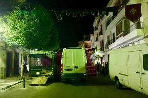 Una de las calles de Lanjarón durante la feria.