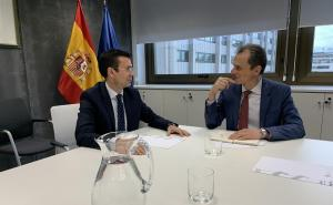 Francisco Cuenca, con Pedro Duque.