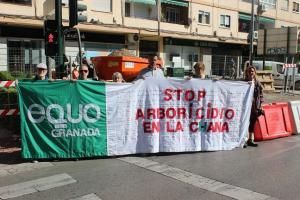 Protesta del partido verde junto a las obras.