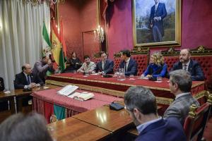 El alcalde, Olivares y Sebastián Pérez coincidieron este miércoles en el Consejo Social.