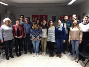 Participantes en la tertulia política de las JSA de Granada capital.