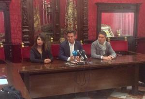 Luis Salvador junto a Lorena Rodríguez y Manuel Olivares.
