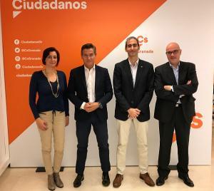 Luis Salvador y Raúl Fernández con los representantes del SUP.