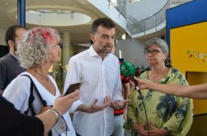 Antonio Maíllo atiende a los medios este domingo en el Parque de las Ciencias.