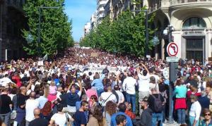 Manifestación multitudinaria del 16O contra la fusión hospitalaria.